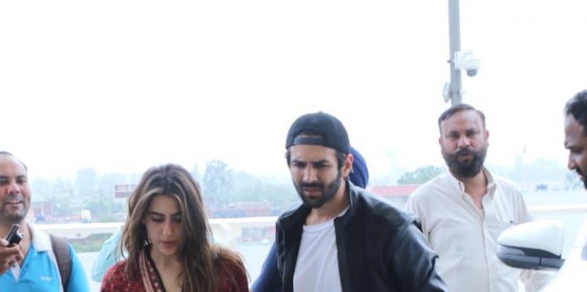 Kartik Aryan makes appearance as Sara Ali Khan arrives at Mumbai airport