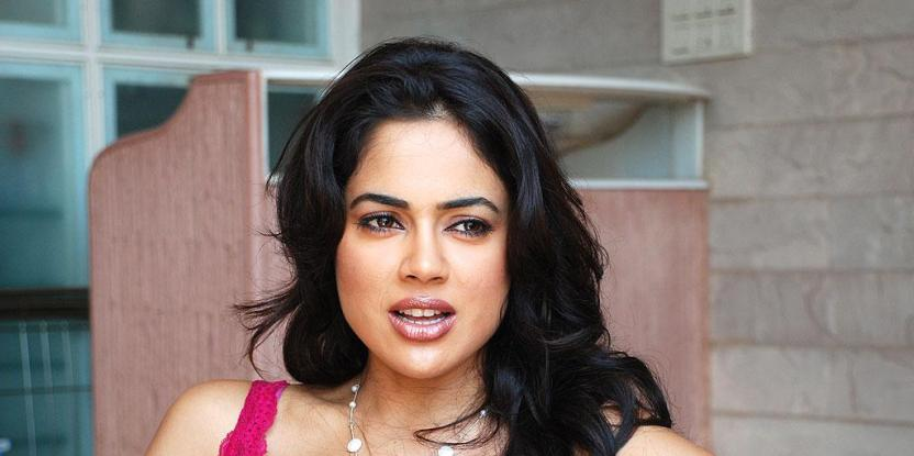 Sameera Reddy Shares First Pic of Her New Born Daughter