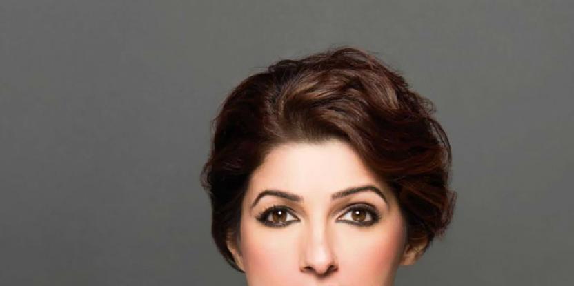 Twinkle Khanna Breaks Her Leg, Children Play on Her Cast