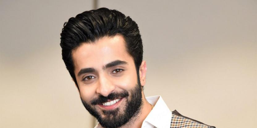 Sheheryar Munawar Urges His Followers Not To Smoke With a Disclaimer For His Recent Photoshoot