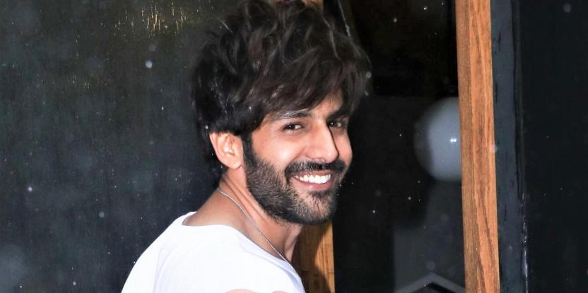 Kartik Aaryan Is All Smiles While Clicked By The Paps