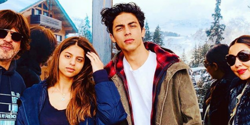 Shah Rukh Khan and Gauri Khan Squeeze Memories into One Frame with Aryan, Suhana and AbRam