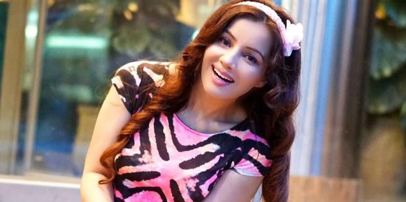 Rabi Pirzada, Who is She and Things You Need to Know About the Trending Pakistani Singer