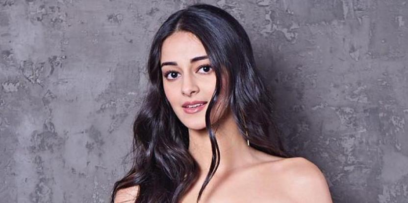Ananya Panday Dazzles in a BTS Shot from Ankhiyon Se Goli Mare