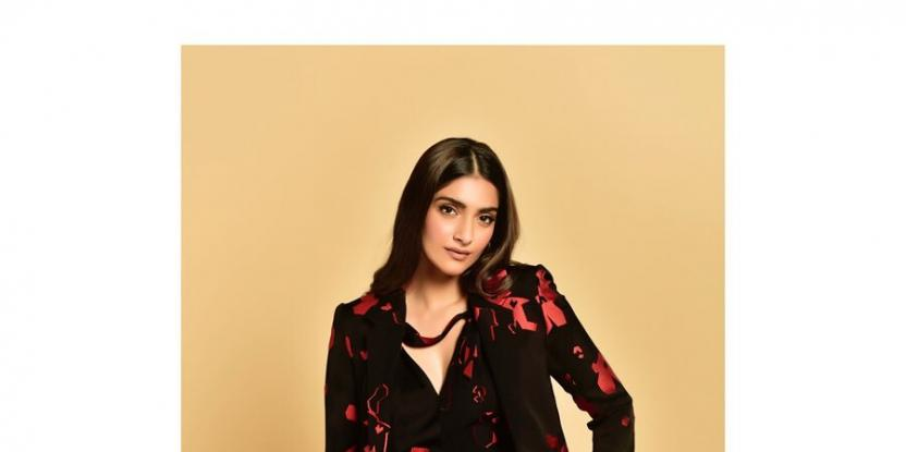 Sonam Kapoor's Latest Look is Chic Yet Sophisticated