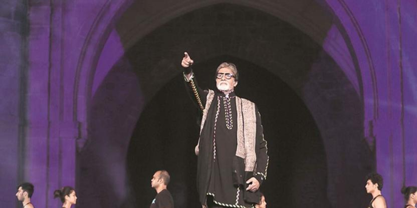 Amitabh Bachchan Performs Live to Pay Tribute to the Martyrs of 26/11