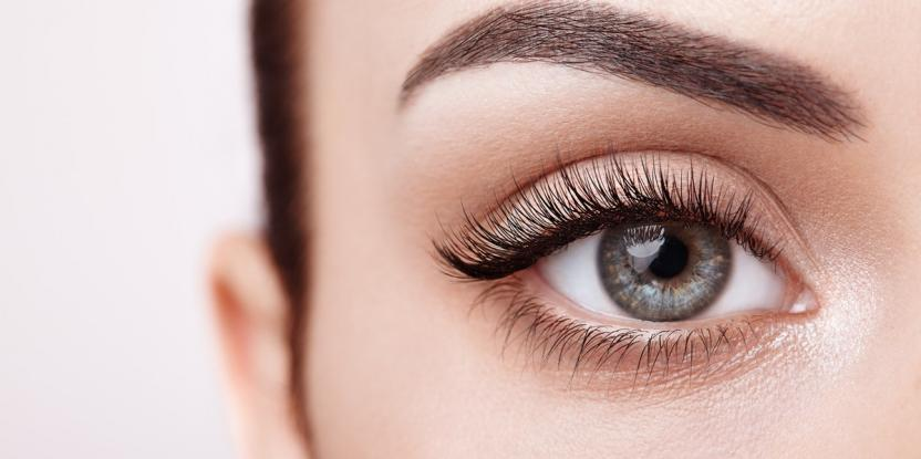 4 Ways To Lengthen Your Eyelashes Without Extensions